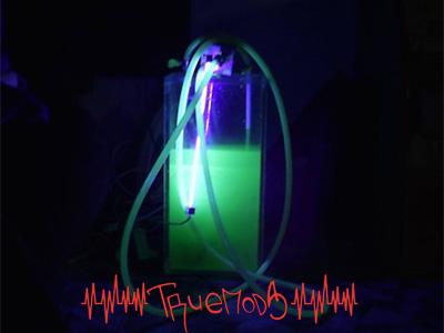 Свечение жидкости в контуре СВО при подсветке ультрафиолетом